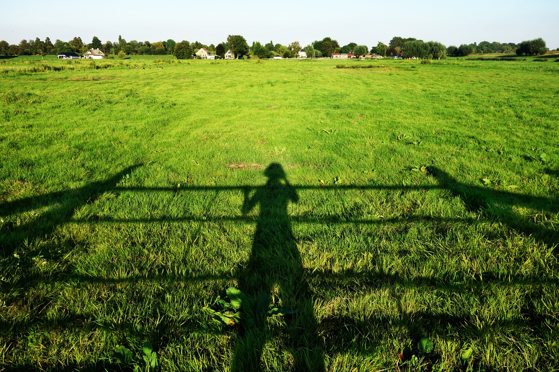 shadow-1635226_1920.jpg