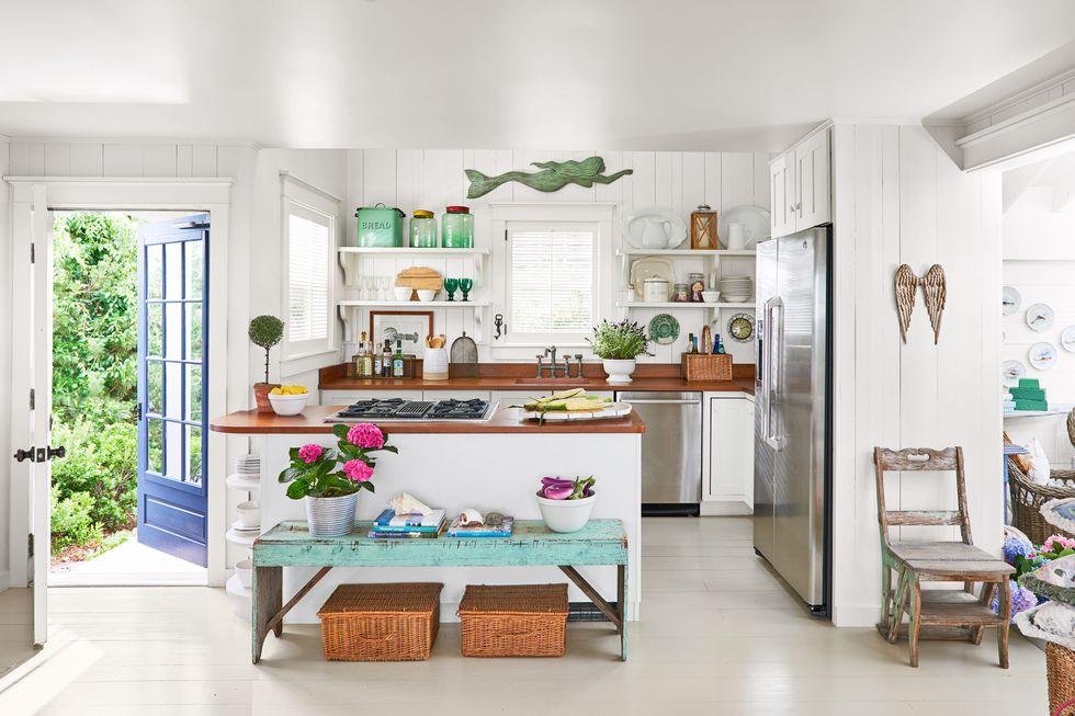 Beach Pretty House Tours-A Funky Quaint Beach Cottage on Marthas Vineyard 3.jpg