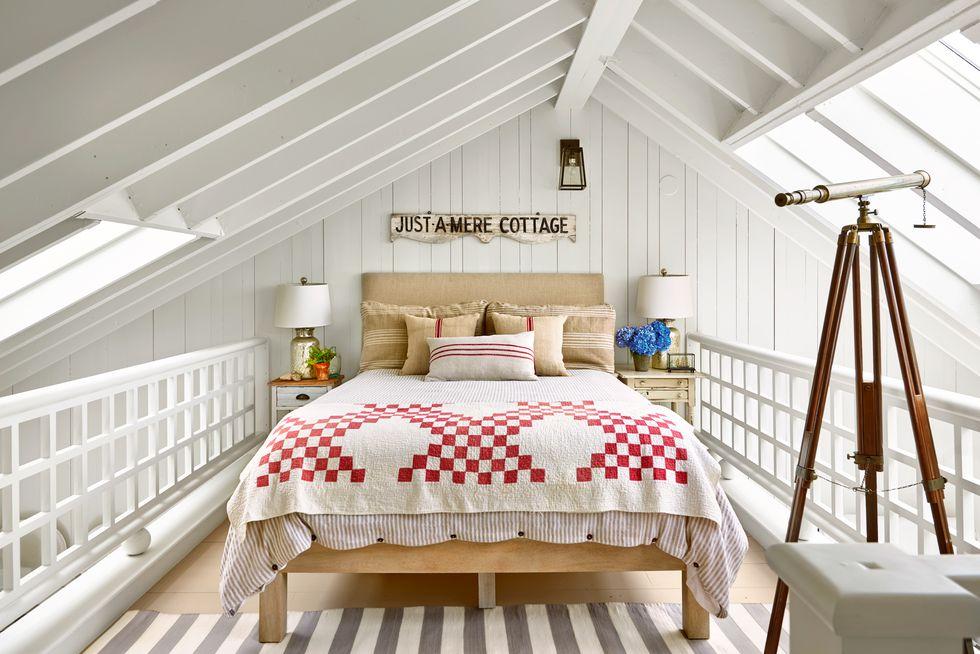 Beach Pretty House Tours-A Funky Quaint Beach Cottage on Marthas Vineyard 9.jpg