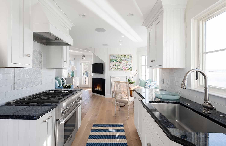Dream House-A Modern Coveside Cottage 14.jpg