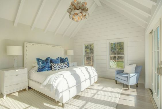 Suite Glamour  via  a right mix of comfort and elegance paired with a beach living aesthetic.