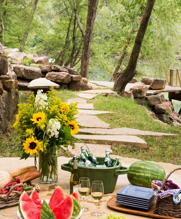 A Pretty Tablescape for A Lunch by the Lake…Be Inspired…Easy and Eye-Catching!