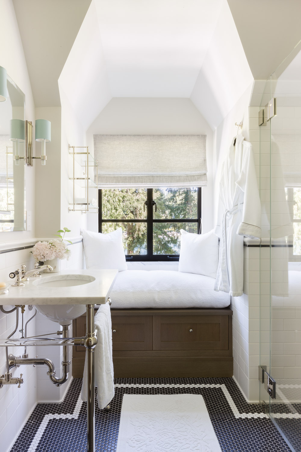 This Designer Created a Bainbridge Island Home that Flows with a Beautiful Timeless Sophistication  27.jpg