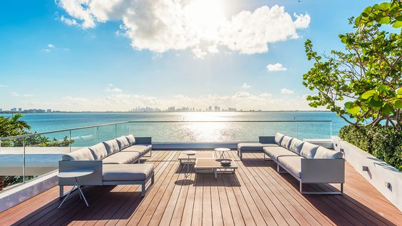Glamorous Oceanfront Beach House in Miami 9.jpg