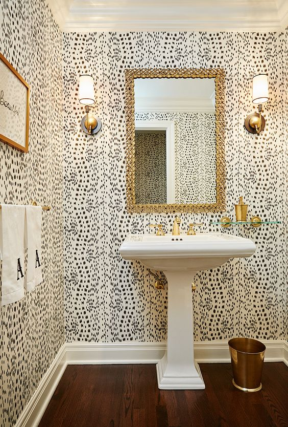 The Most Beautiful Wallpapered Bathrooms 1.jpg