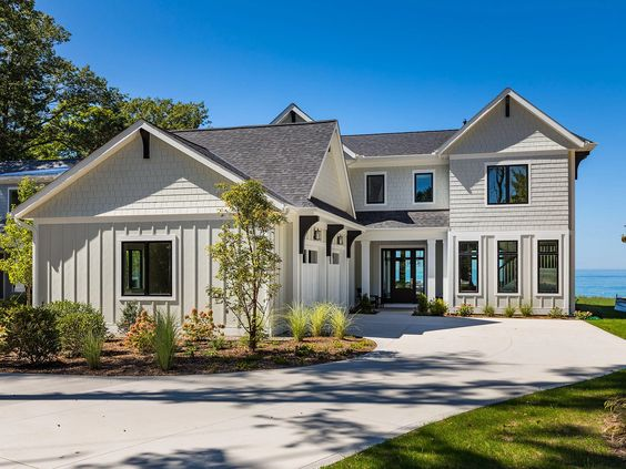 - Residing on the shores of Lake Michigan, this custom built coastal retreat is exceptionally true to its lakefront character with lake lifestyle radiating throughout. Michigan Real Estate.