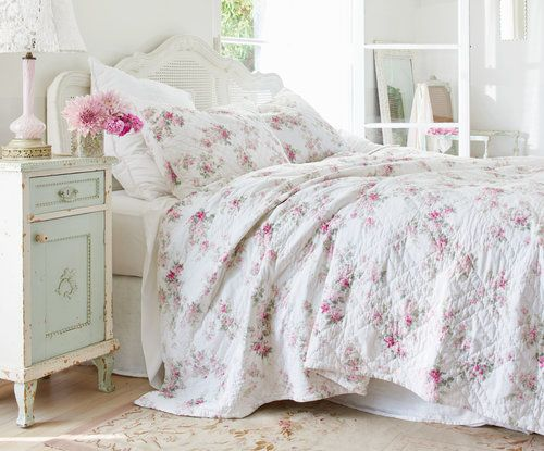 Caught My Eye..Floral Bedding-  Shop This Look    Photo Cred