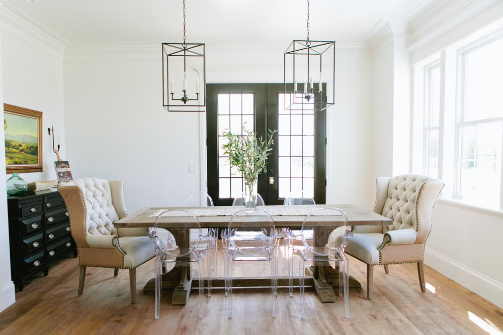 House Tour-The Chicest Modern Farmhouse Any Family Would Love 9.jpg