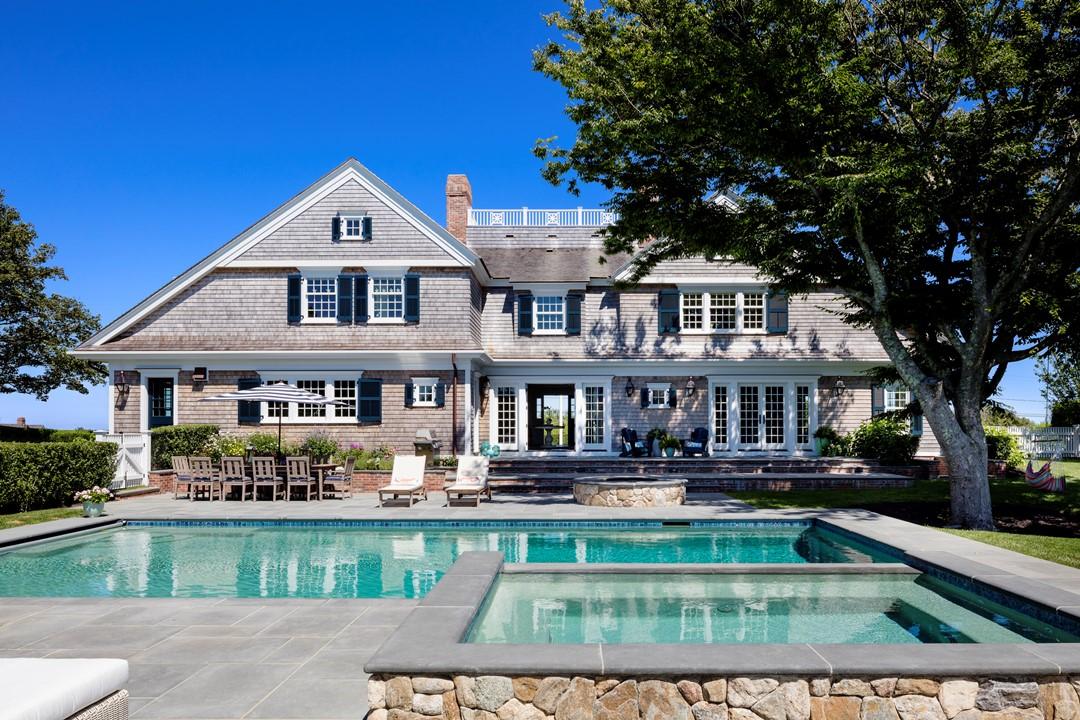 House Tour-A Beach House Celebrating the Cape Livestyle 20.jpg