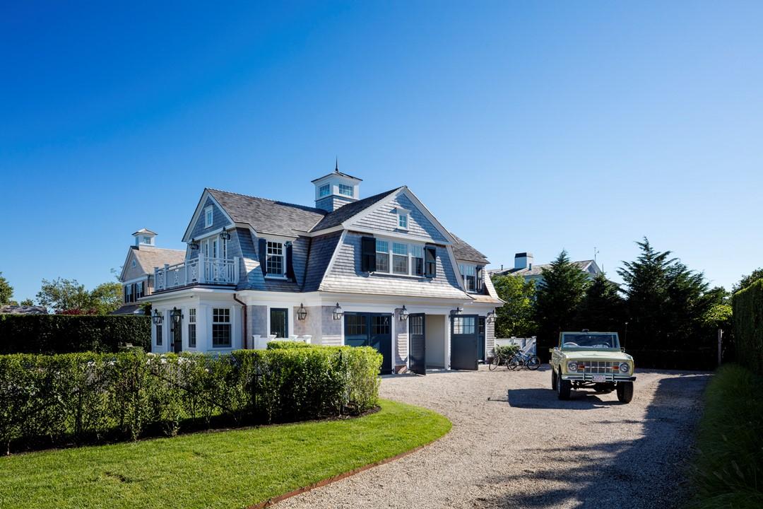 House Tour-A Beach House Celebrating the Cape Livestyle 22.jpg