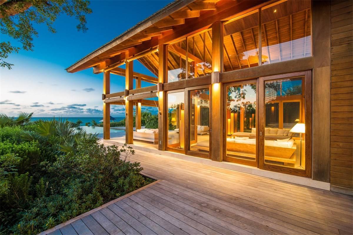 Luxurious Beach Estae in Turks and Caicos for Sale 3.jpg