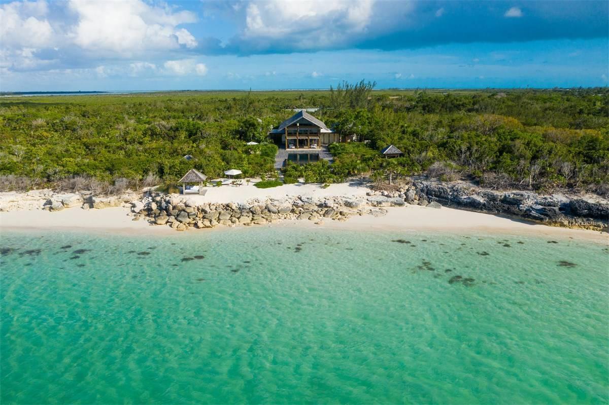 Luxurious Beach Estae in Turks and Caicos for Sale 4.jpg