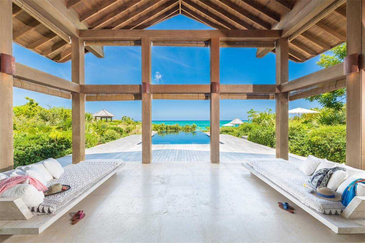 Luxurious Beach Estae in Turks and Caicos for Sale 9.jpg