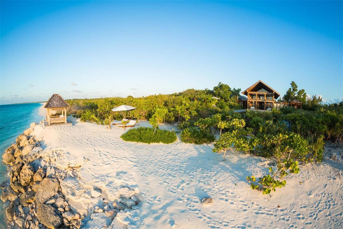 Luxurious Beach Estae in Turks and Caicos for Sale 12.jpg