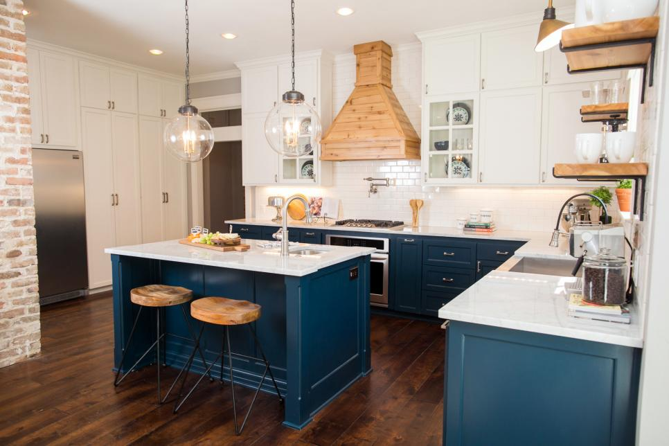 The Prettiest Blue & White Kitchen 14.jpeg