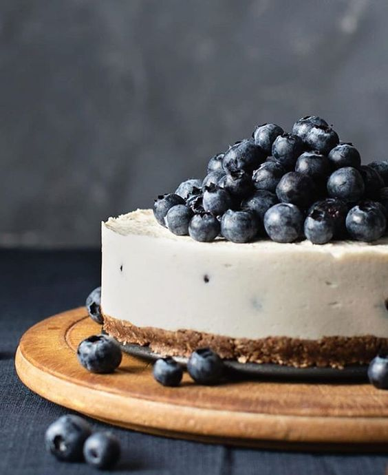 blueberry and lemon cheesecake with a nutella crust