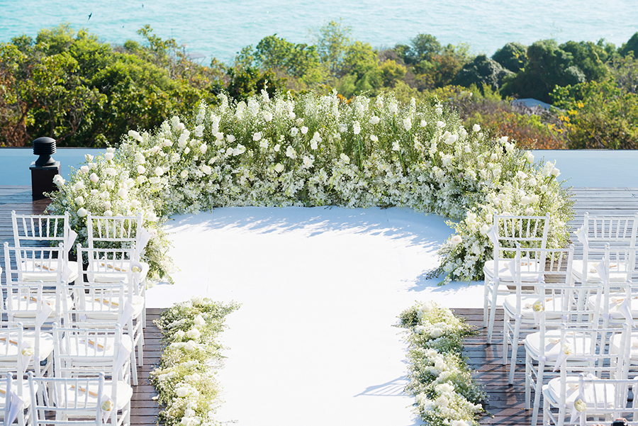 To see more of this gorgeous Beach Pretty Wedding visit    The Wedding Scoop . 