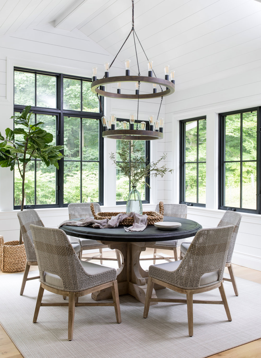 House Tour-  I Love This House's Modern Twist on Classic Traditional Style 10.jpeg
