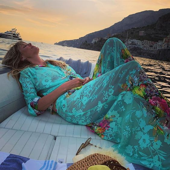 Heidi Klum     blissfully relaxing and look radiantly happy on her honeymoon :) another beach pretty beauty.