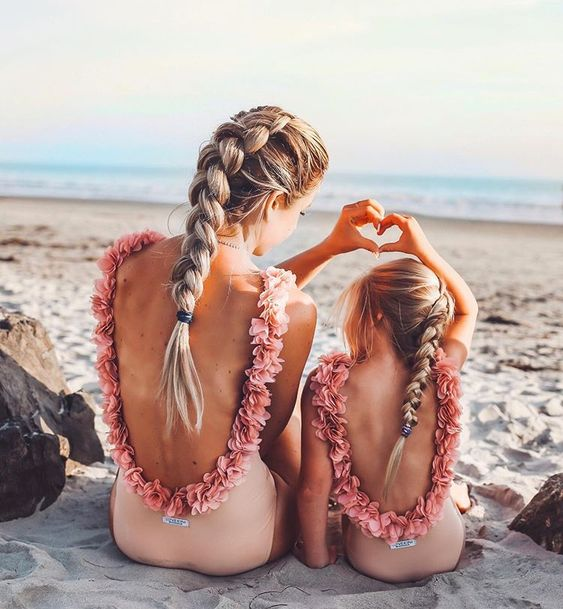 Lifestyle + Fashion Influencer   Lauren Webb   has such a cute Beach Pretty family..love the darling matching swimsuits.