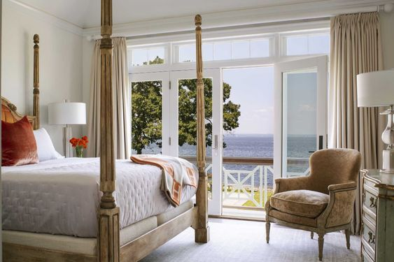 How beautiful is this four poster bed?