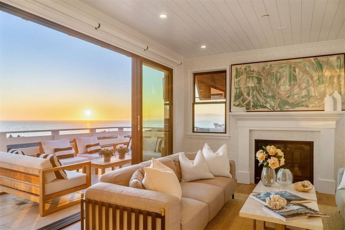 Today's Beach Pretty Houses for Sale 40.jpg