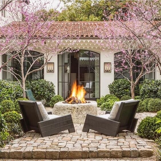 This backyard has me yearning for a glass of pinot noir, a fall throw and a few of my favorite friends to come over tonight…Who doesn't want to laugh and enjoy the fall night with the people they treasure the most?   via      Shop outdoor living   here   .