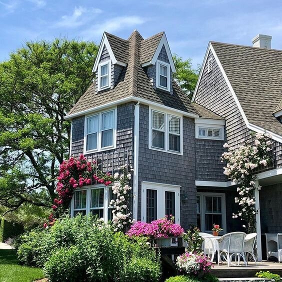 How dreamy is this Nantucket home? I would love to spend an afternoon on this darling deck basking in the fall sunshine and breathing in the sweet essence of the rambling coastal roses…Heaven on Earth   via