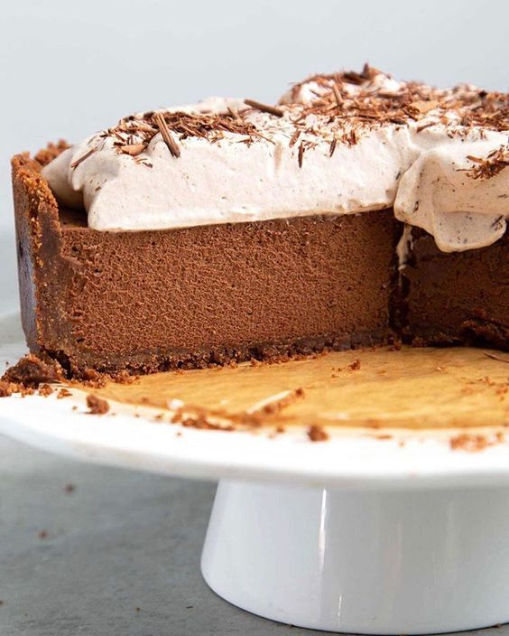 Want to impress with this scrumptious chocolate mousse pie? It sounds like a fancy chocolate dessert. But honestly, chocolate mousse pie is very simple to make…yum!   recipe here   .  Shop white cake stand   here   .