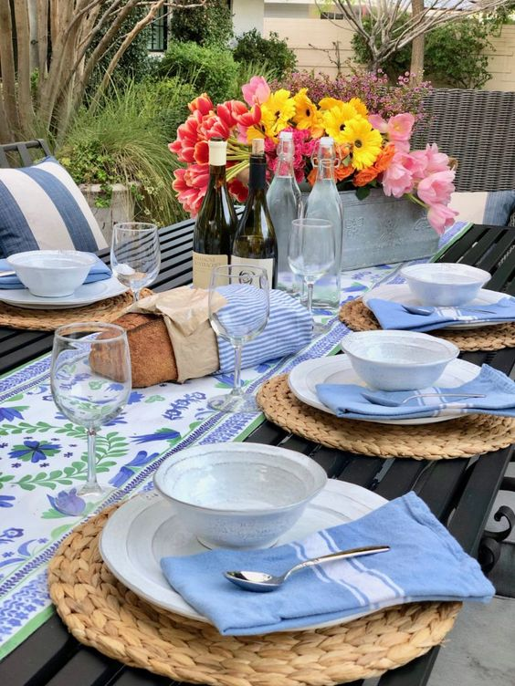Creator of the blog  To Have + To Host , recreated a Nantucket Summer Dinner in my backyard with seafood corn chowder as the main course. Simply perfection, easy and casual and looks like this table is out of a magazine…I am inspired.