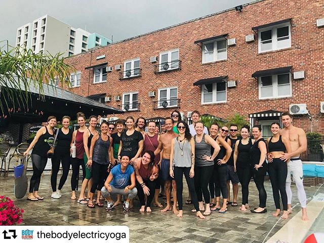 #repost @thebodyelectricyoga ・・・ Remember that time it rained a little at the end of Poolside last season? We usually get pretty lucky with the weather @hollanderhotel, and look at all these happy yogis who weren't scared of a little shower. Let's hope for clear skies this Saturday. 🤞🏼⠀ .⠀ .⠀ .⠀ Pre-register to save $5. PS, it POURED right after we snapped this pic! #tbt #summershowers