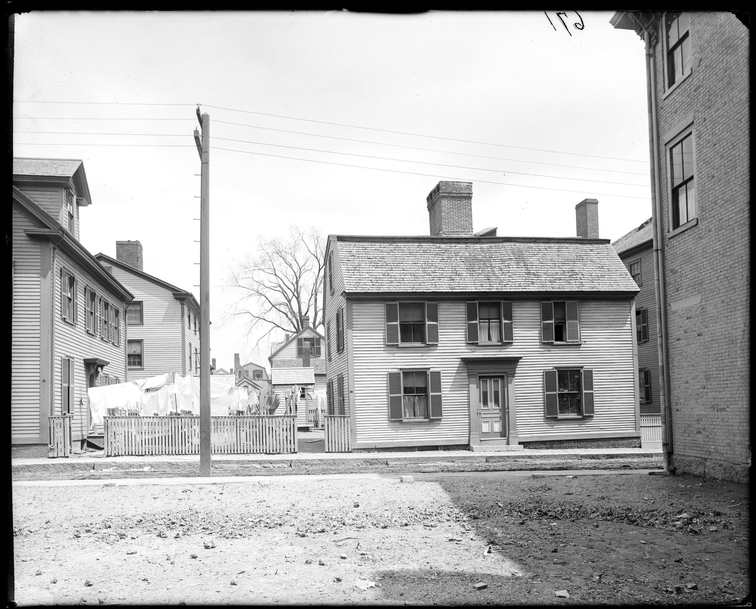 """Salem, 27 Union Street, birthplace of Nathaniel Hawthorne"""