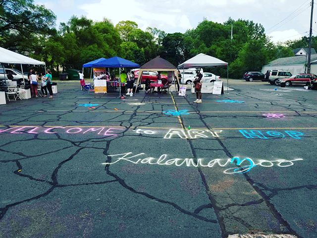 Come celebrate Art Hop with us today in Edison neighborhood and check out our local artists' talent Photo Credit: @man_sant #arthop #local #localtalent #potbkzoo #potb #edisonneighborhood #discoverkzoo #diverseneighborhood #supportlocal #localartist #hip #urban #trendy #pottery