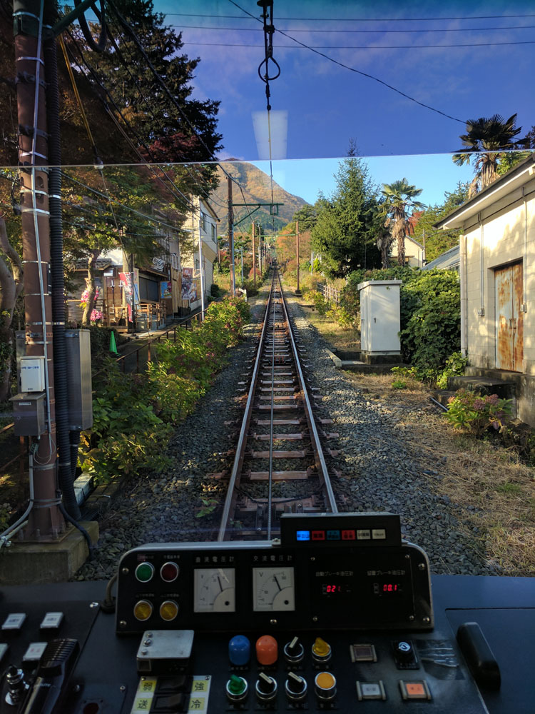 hakone-tozan-cablecar.jpg