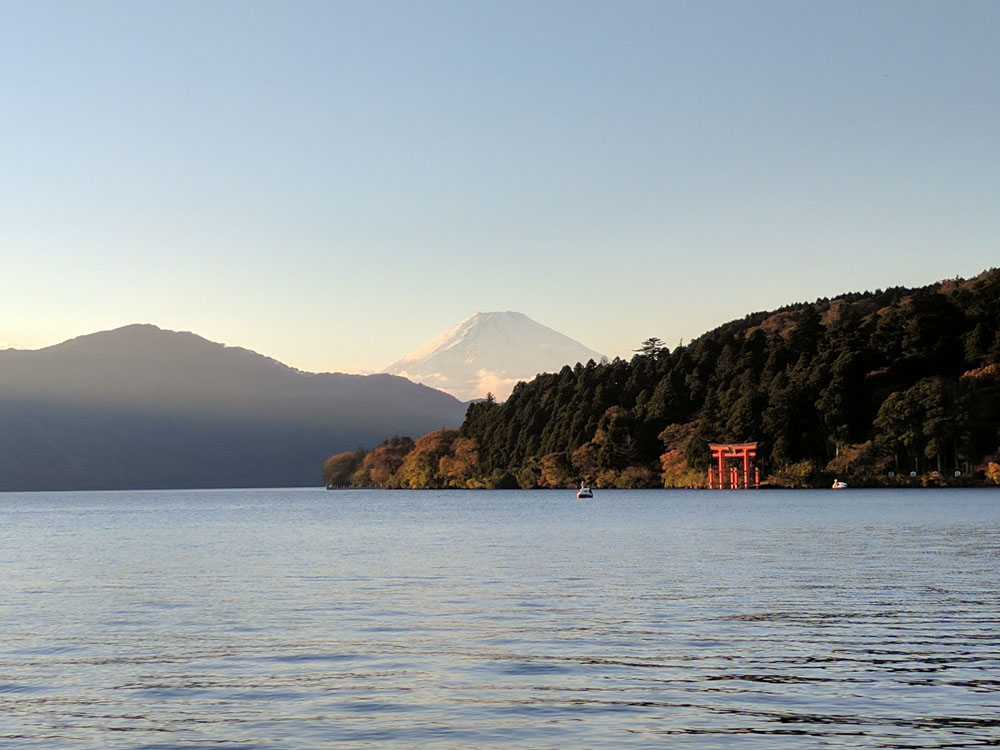 hakone-lake-ashi-sunset.jpg