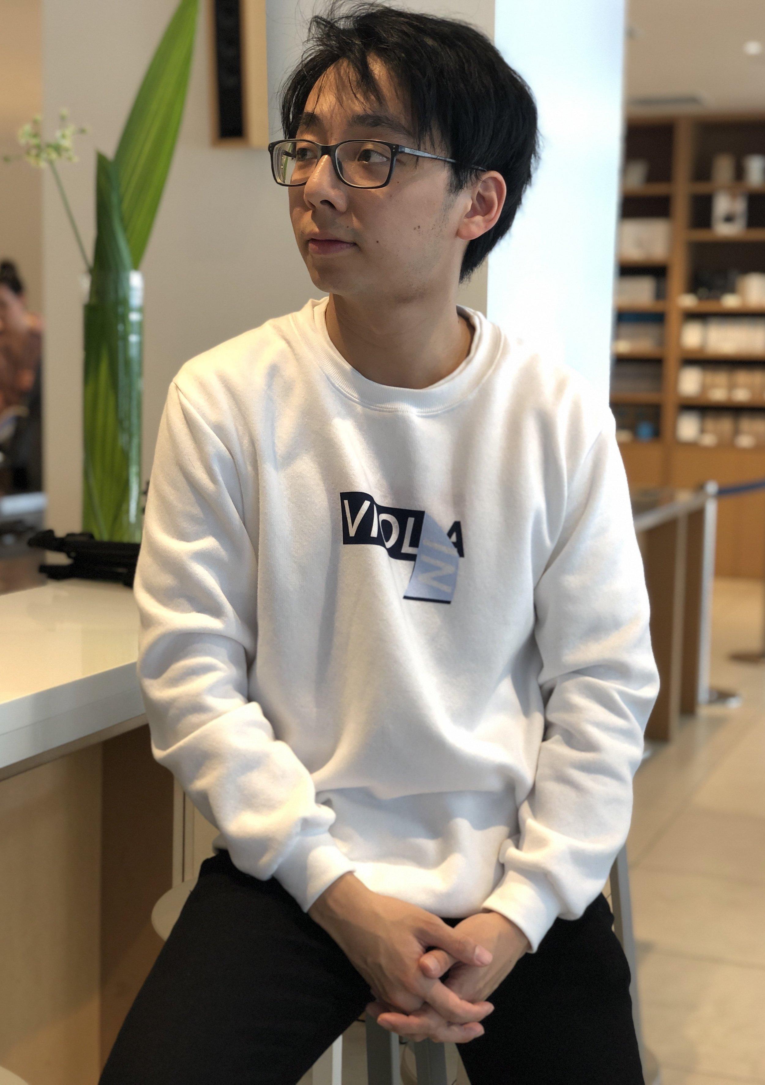 Violin/a sweater