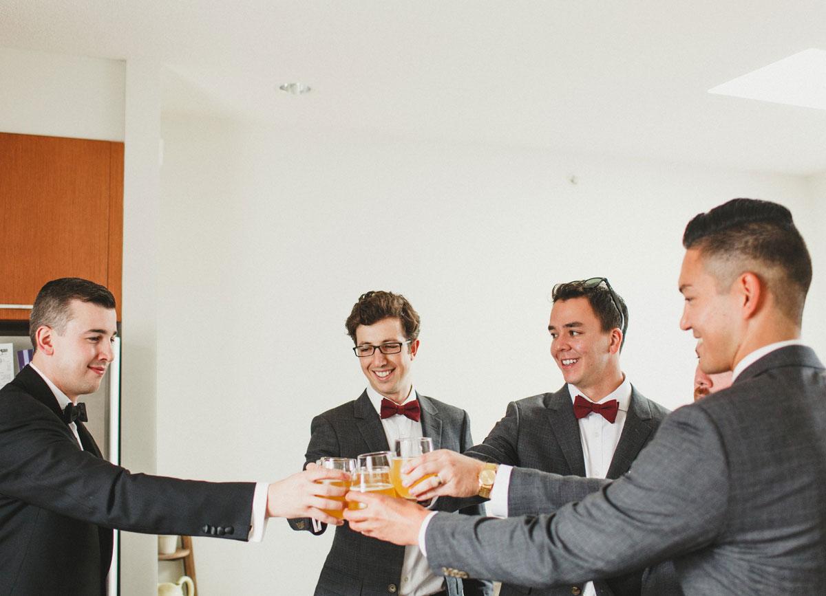 dloveaffair_wedding_groom_groomsmen_cheers.jpg
