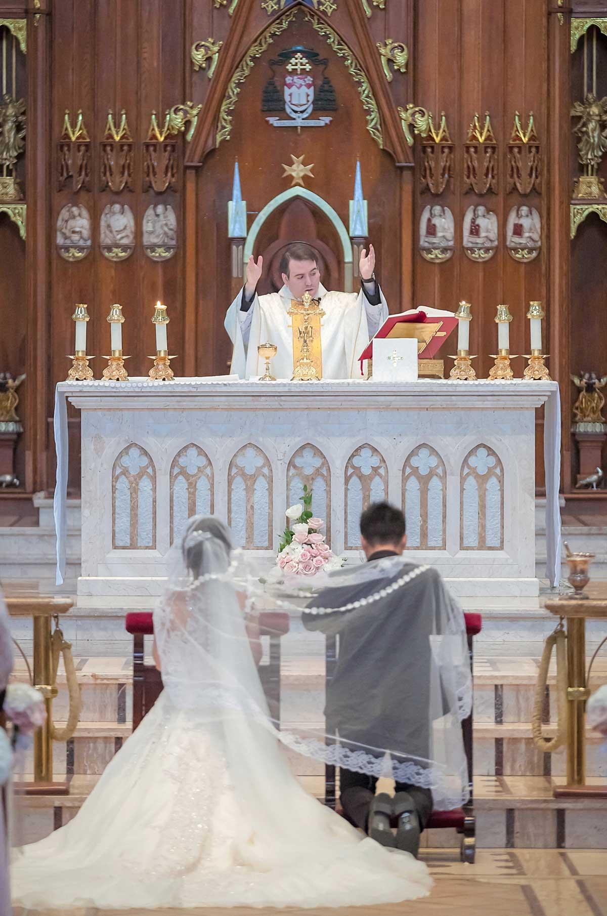 dloveaffair_wedding_ceremony_holy_rosary.jpg