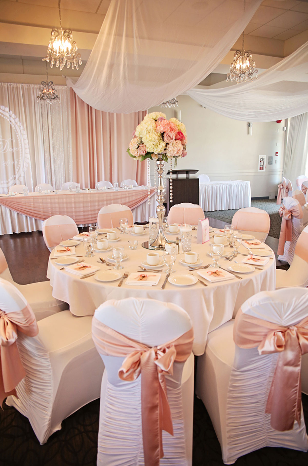 dloveaffair_wedding_cake_pink.jpg