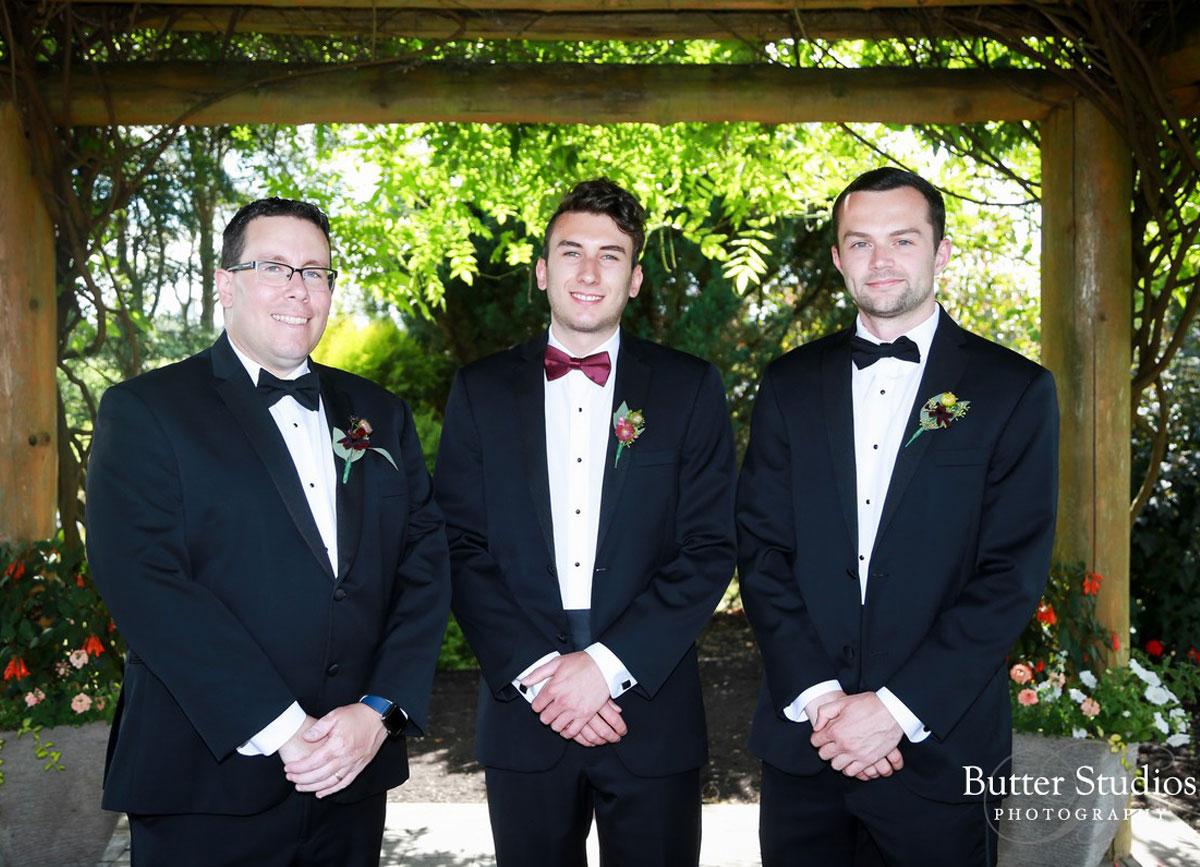 dloveaffair_wedding_groom_groomsmen.jpg