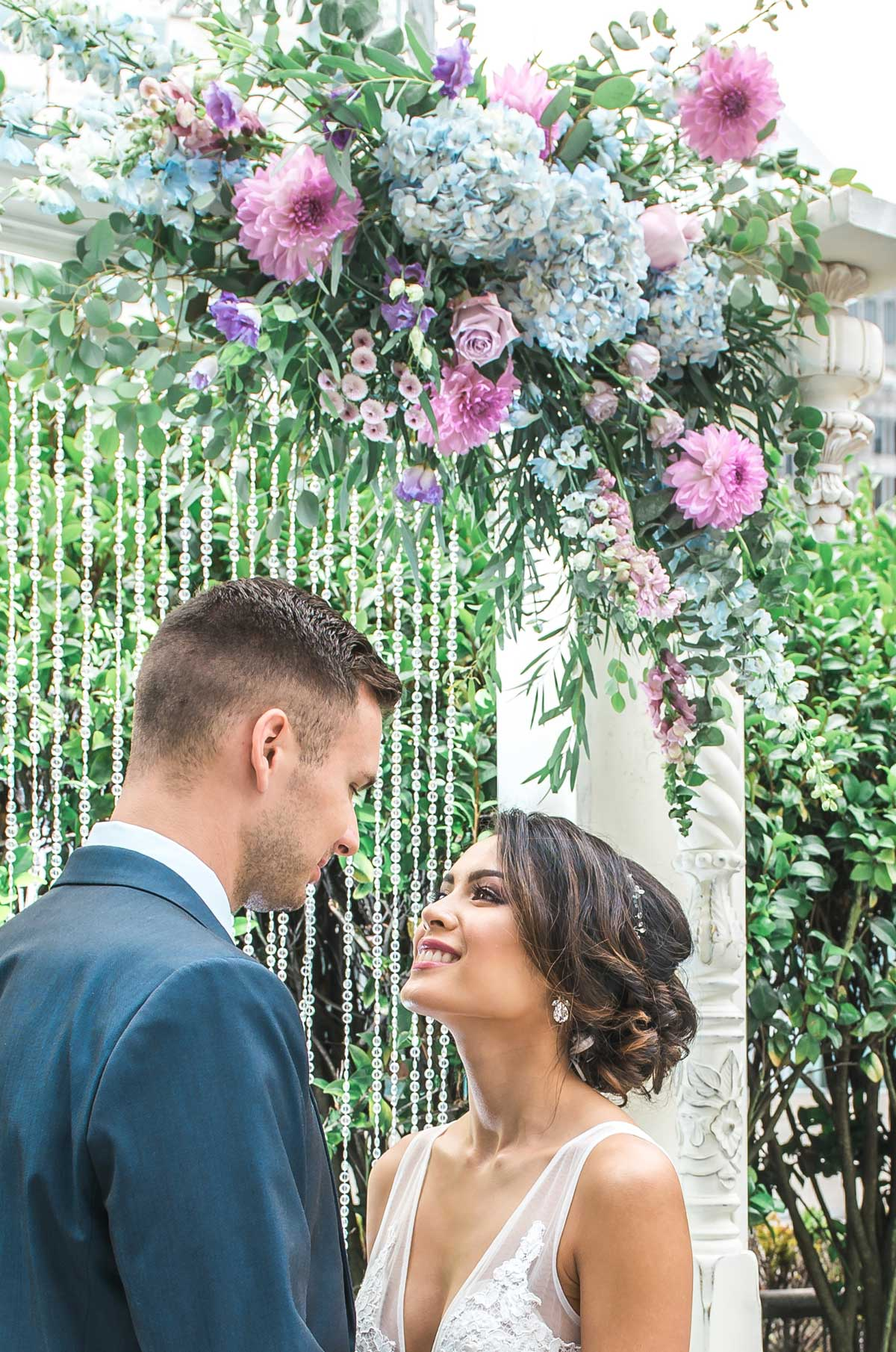 dloveaffair_wedding_bride_groom_inlove.jpg