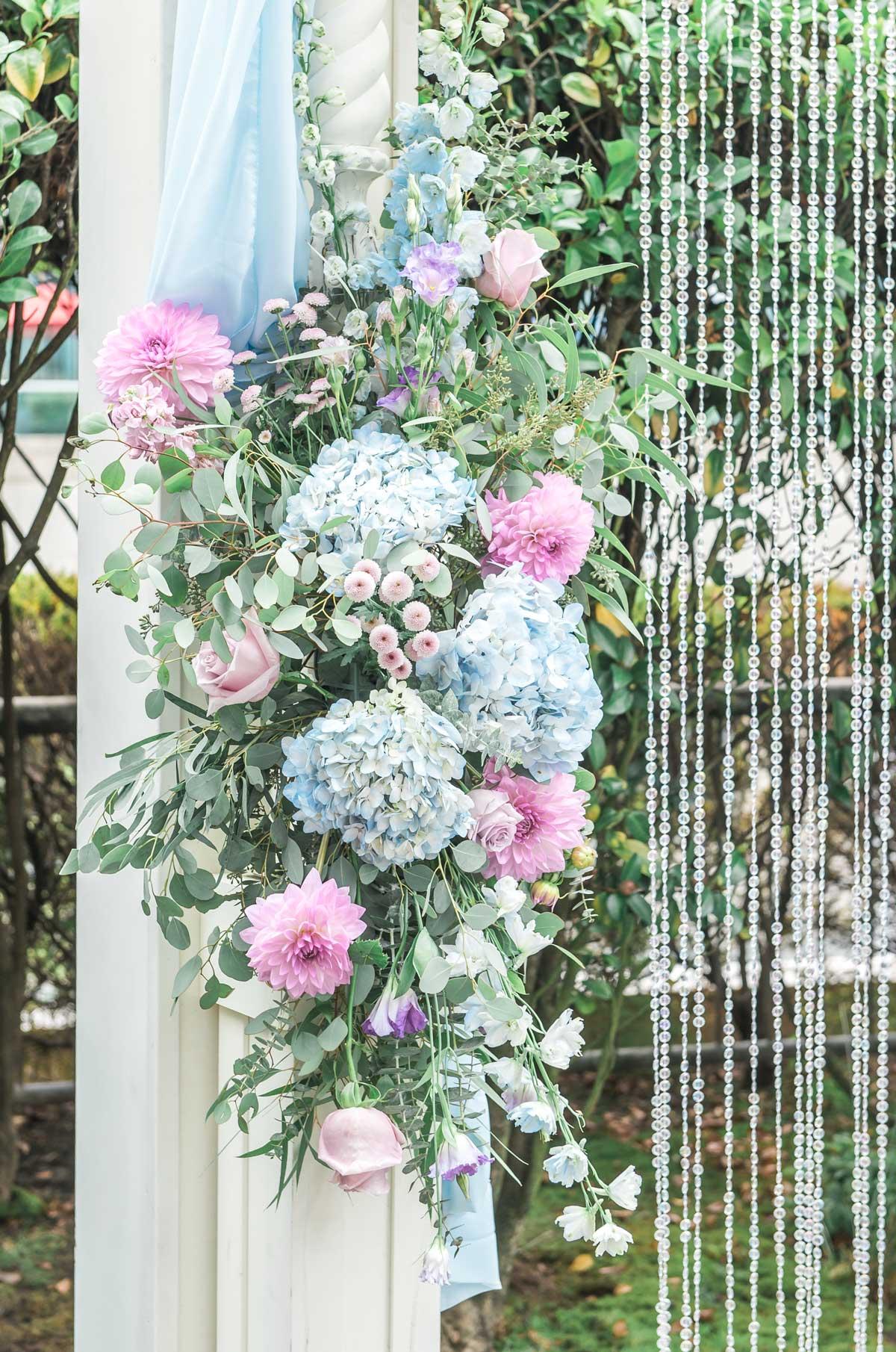 dloveaffair_weddingarch_florals.jpg