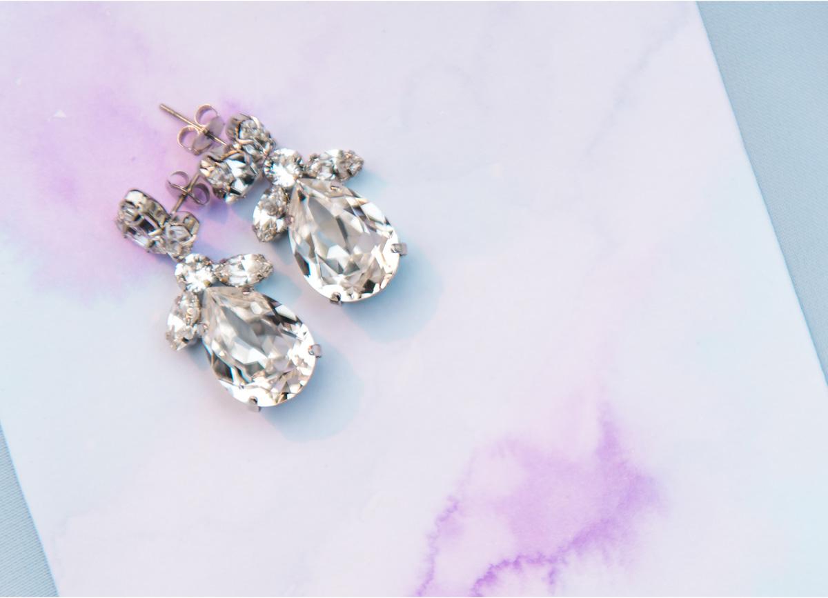 dloveaffair_bride_earrings.jpg