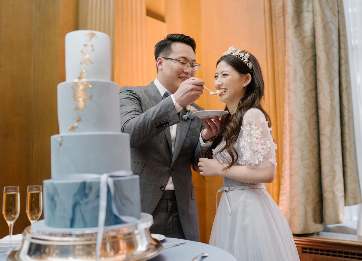 cakecutting_bridegroom.jpg