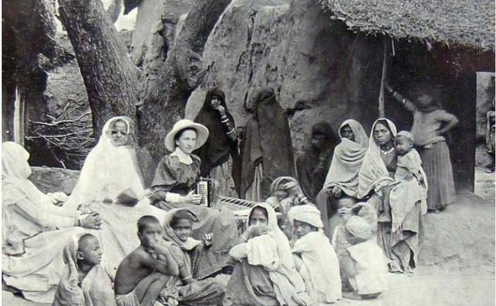English missionaries promoting education in colonial India