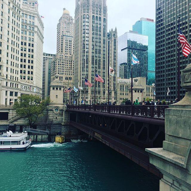 Chicago Halloween 🎃 weekend with the girlies. What a wonderful city! #chicago #chicagohalloween #halloween2017 #USA #dontaskforcostumepictures #travel #travelblogger #travelgram #travelingram #travellife #letsgetlost #adventurecallstous