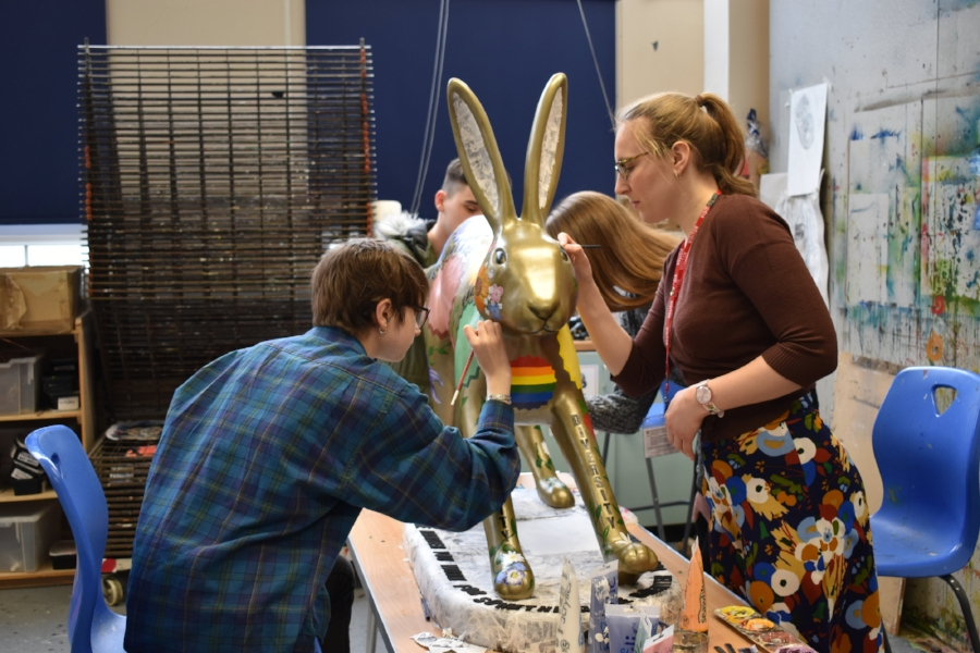 Artist Genevieve Rudd helping students at East Norfolk 6th Form paint their leveret