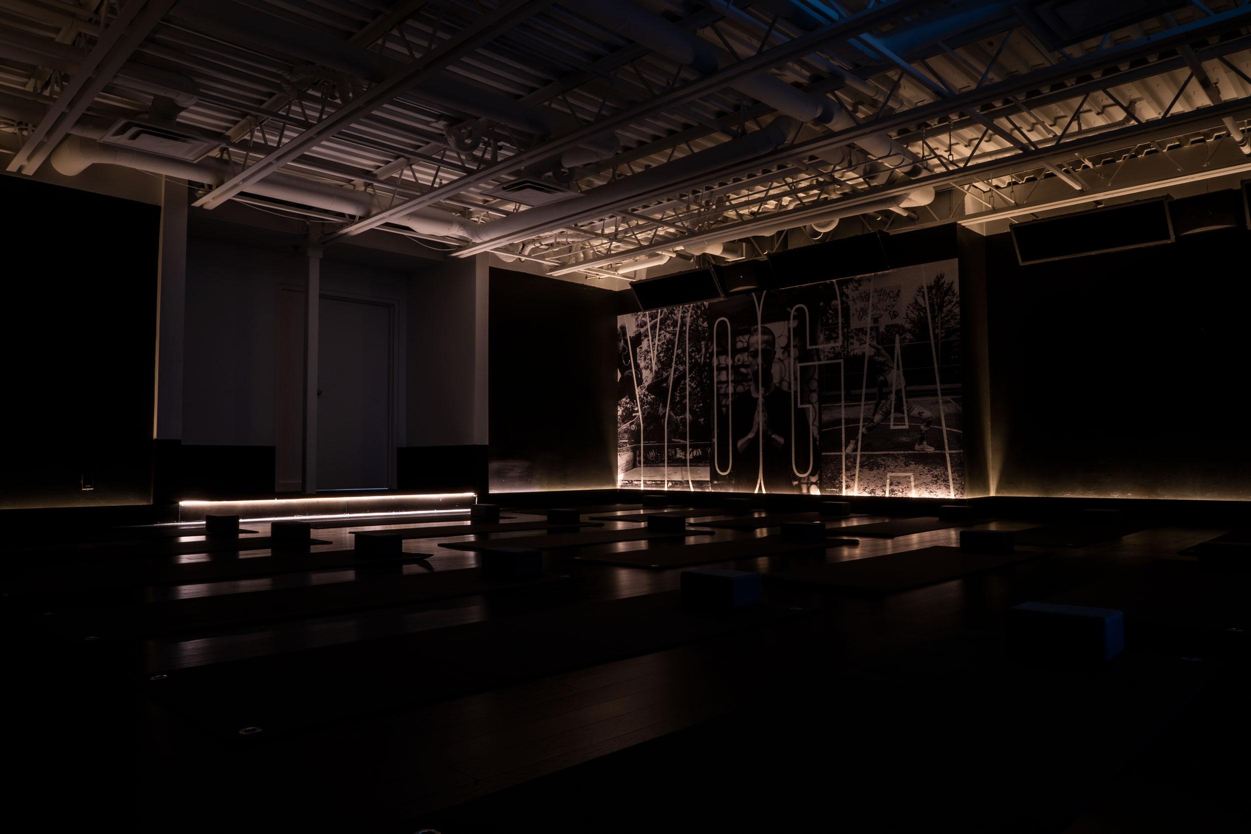 Notre espace yoga. Systèmes son et lumière conçus par   Moog Audio  . Design intérieur signé   Lovasi   et design graphique signé   Bang Bang  .