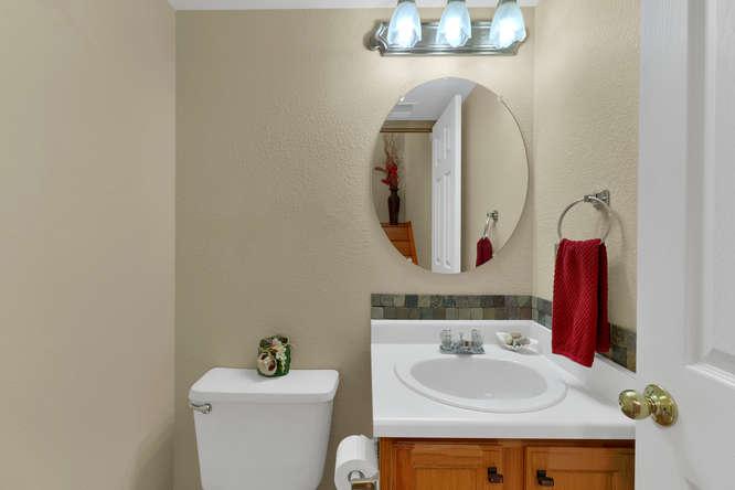 1101 21st Ave 11 Longmont CO-small-015-34-Bathroom-666x445-72dpi.jpg