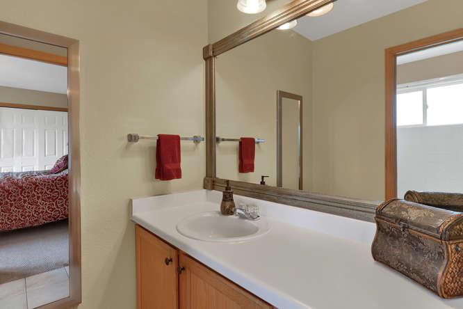 1101 21st Ave 11 Longmont CO-small-020-27-Bathroom-666x445-72dpi.jpg